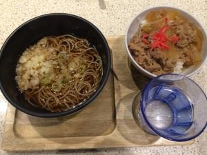 つきじ亭(かけそば+牛丼セット)