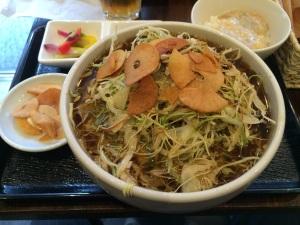 郷村居(豚しゃぶ肉千切りキャベツ黒酢入りニンニク風味麺)